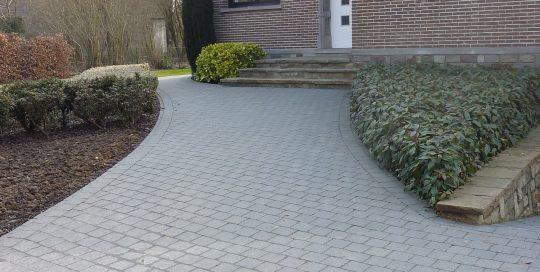 inrit, pad voordeur, betonklinkers Overijse