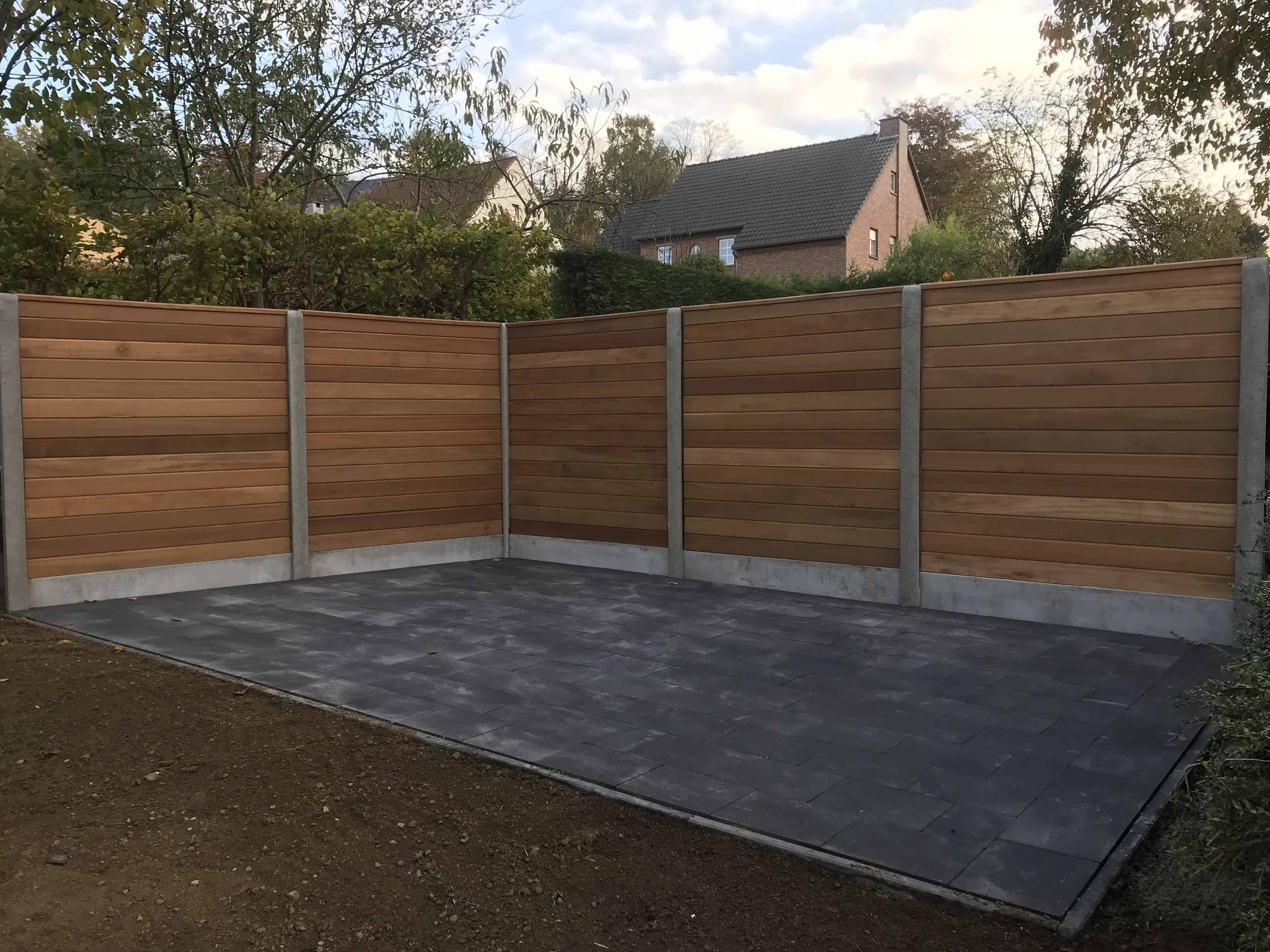 tuinscherm, hardhout, betonplaten en palen, Linden