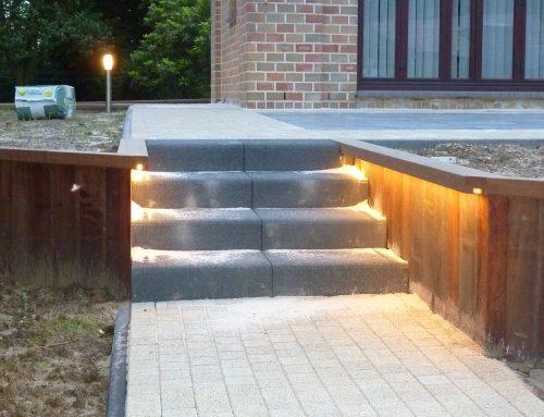 Houtconstructie, trappen, keerwand, LED-verlichting